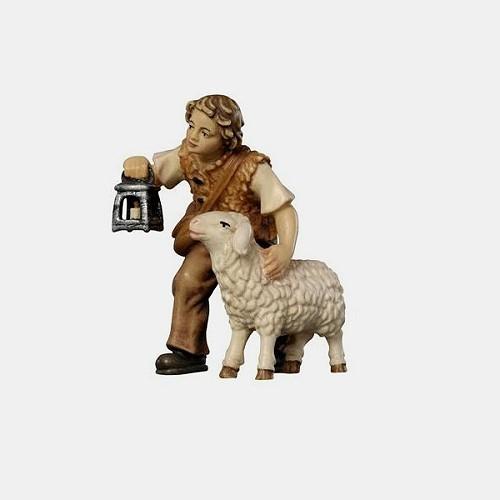 Handbemalte Kostner 015 Krippenfigur Hirtenbub mit Schaf und Laterne