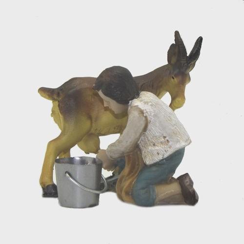 Krippenfigur Junge mit Ziege beim Melken