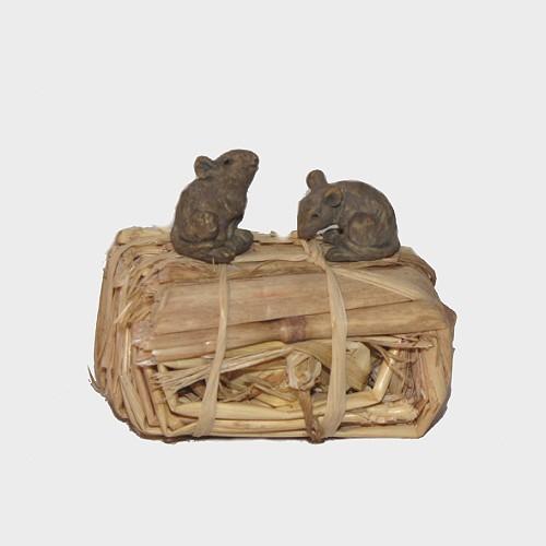 Krippenfiguren Mäuse mit Strohballen