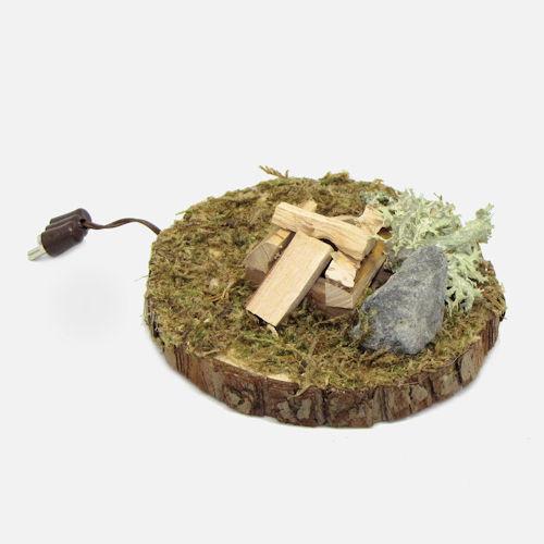 Krippenzubehör Feuerstelle mit Holzscheite, Moos und Stein