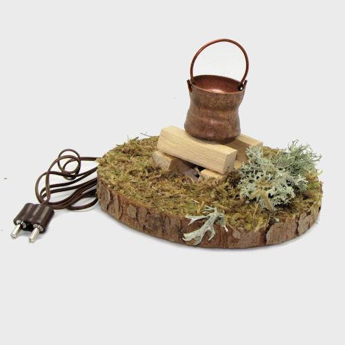 Krippenzubehör Feuerstelle mit Holzscheite, Moos und Kupferkessel